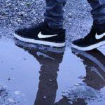 スニーカーの臭い!雨の日に履いた後や強烈な臭いの消し方はこれだよ