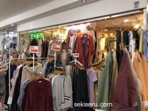 明洞駅地下ショッピングセンターで売っている服の画像