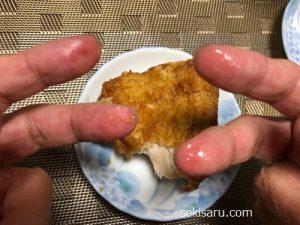 ケンタッキーの脂がついた指の画像