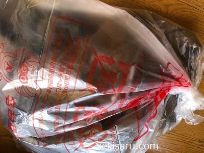 革ジャンをビニール袋に入れた画像