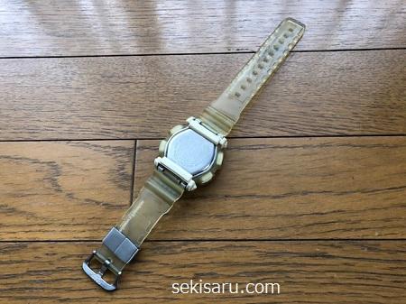 拭きあげた時計を乾かす