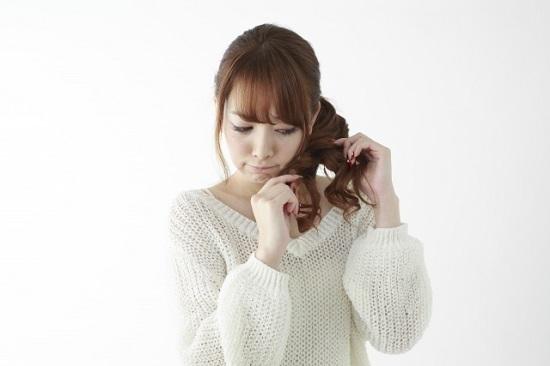 髪の毛の臭いが気になる女性