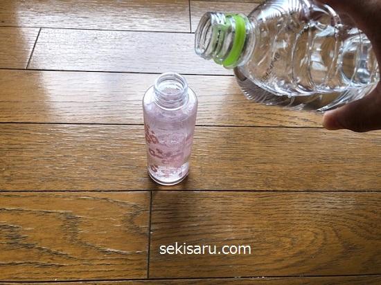 10倍に薄めたミョウバン水原液をスプレー容器に入れる