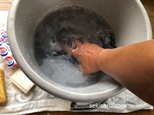 ジーンズを手洗いする
