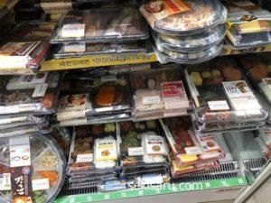 韓国のコンビニに陳列された弁当