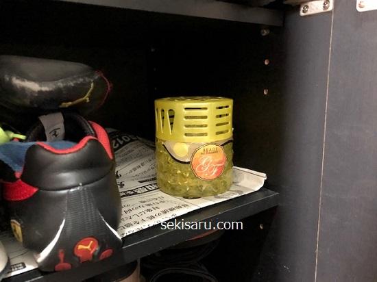 ダイソーの消臭剤BEADS・Air Freshenerを下駄箱の中に置く
